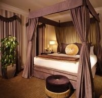 Дизайнерска спалня с балдахин
