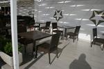 Комфортни и стилни маси и столове от ратан за кафенета