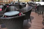 Качествени маси и столове ратан за ресторанти